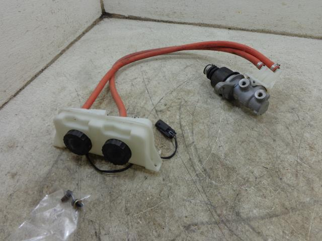 USED 09 Can-Am Spyder Roadster RT 705500736 TANDEM MASTER CYLINDER