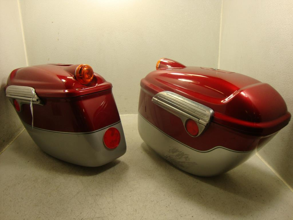 USED 2002 2003 2004 2005 2006 Victory V92 Touring SADDLEBAG SADDLEBAGS RIGHT LEFT SET